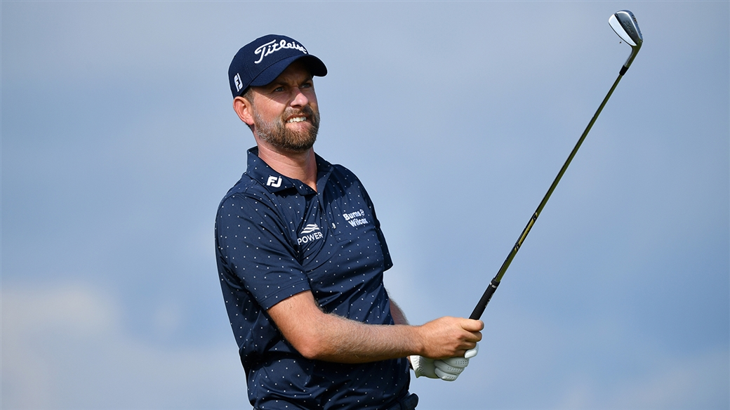 Webb Simpson hitting his new 620 MB irons.
